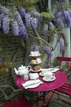 En el jardín,té para dos.