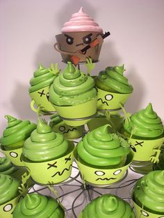 Funny pictures about Zombie cupcakes. Oh, and cool pics about Zombie cupcakes. Also, Zombie cupcakes. Zombie Cupcakes, Army Cupcakes, Halloween Cupcakes, Birthday Cupcakes, Hulk Cupcakes, Funny Cupcakes, Monster Cupcakes, Wedding Cupcakes, Fete Halloween
