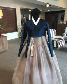 Korean Traditional Dress, Traditional Dresses, Girl Fashion, Fashion Outfits, Womens Fashion, Dress Outfits, Cool Outfits, Oriental Dress, Korean Hanbok