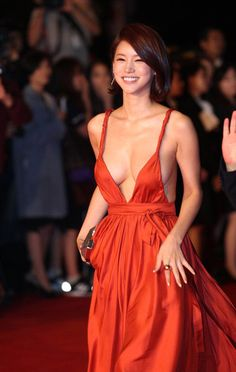 It isn't often that Korean celebrities wear deliberately revealing clothing, but these 10 incredibly sexy red carpet dresses are proof that, if you're lucky, it does happen sometimes. Asian Woman, Asian Girl, Plunging Neckline Dress, Workout Tops For Women, Low Cut Dresses, Grecian Goddess, International Film Festival, Red Carpet Dresses, Orange Dress