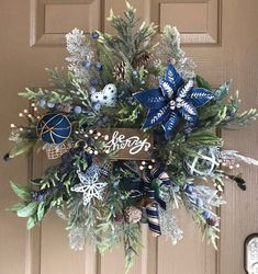 68 Amazing Holiday Wreaths for your Front Door - Happily Ever After, Etc. Blue Christmas Decor, Country Christmas Decorations, Gold Christmas Tree, Rustic Christmas, Christmas Themes, Christmas Crafts, Holiday Decorating, Christmas Holidays, Decorating Ideas