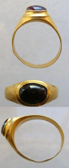 Gold finger ring, Europe 13th century-14th century.
