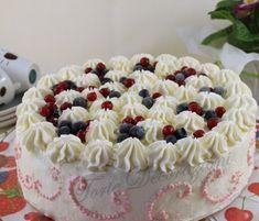 La torta di compleanno di mio suocero,come ho scritto tante volte per lui le torte sono rigorosamente alla panna,come dargli torto,n...