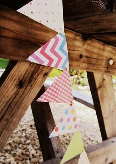 Dabbling Domesticity: Super Easy Paper Bunting DIY