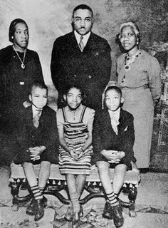 Martin Luther King Jr Parents | Martin Luther King Sr with his family (Martin Jr is front row right)