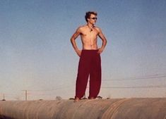 Heath Ledger photographed by his best friend, Trevor DiCarlo - ★ 𝐌𝐞𝐦𝐨𝐫𝐢𝐚𝐦 𝐨𝐟 𝐇𝐞𝐚𝐭𝐡 𝐋𝐞𝐝𝐠𝐞𝐫 ★ media photos videos Most Beautiful Man, Beautiful People, Paul Walker Movies, Heath Ledger Joker, Cute White Boys, Young Actors, Pretty Men, Fine Men, Love Affair