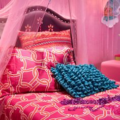Your design inspirations made the day turn out great! We listened to our fans and made a real-life Shimmer and Shine bedroom.