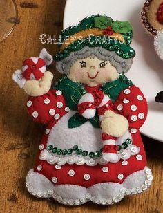 Mrs. Claus 3 Felt Decorations, Christmas Decorations, Holiday Decor, Decor Crafts, Diy And Crafts, Christmas Accessories, Diy Snowman, Xmas Stockings, Felt Christmas Ornaments
