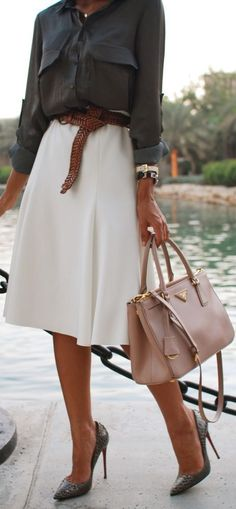 OutFit Ideas - Women look, Fashion and Style Ideas and Inspiration, Dress and Skirt Look. This would work for a casual day at the office. Mode Chic, Mode Style, Office Fashion, Work Fashion, Ladies Fashion, Fashion Fashion, Spring Fashion, Classy Womens Fashion, French Style Fashion