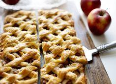 Appelgebak, daar moet je wel van houden en deze appelplaattaart zorgt ervoor dat je helemaal uit je plaat gaat. Zo lekker is die! Het is een gemakkelijk en eenvoudige appelplaattaart en de smaak is…