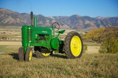 Old John Deere Tractors Couple Senior Pictures, Senior Picture Props, Country Senior Pictures, Old John Deere Tractors, Jd Tractors, John Deere Equipment, Coffee Health Benefits, Day Plan, Healthy Living Tips