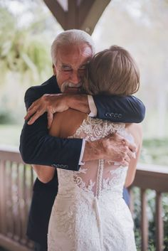 Five Tips For Planning The Perfect Wedding Day Wedding Picture Poses, Wedding Poses, Wedding Photoshoot, Wedding Bride, Wedding Ideas, Dream Wedding, Wedding Photography And Videography, Wedding Photography Poses, Bride Pictures