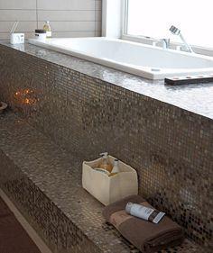 Wow blijft mooi voor de badkamer, mozaïek tegels! House Design, House, Bathroom Interior Design, Interior Design Advice, Mosaic Bathroom, Home Interior Design, Luxury Bathroom, Bathtub, Beautiful Bathrooms