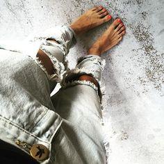 Bosonogą i obdartą być. #oneteaspoon #jeans #fromwhereistand #ootd #polishgirl #lonelyboys #hello #goodmorning #friyay