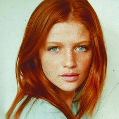 Cintia Dicker and her gorgeous ginger red hair Cintia Dicker, Beautiful Redhead, Beautiful People, Beautiful Freckles, Gorgeous Girl, Beautiful Eyes, Corte Y Color, Ginger Hair, Green Eyes