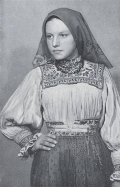 zvetenze: Oaș Country, Romania - It Was A Work of Craft Folk Costume, Costumes, Russian Embroidery, West Plains, Russian Fashion, Russian Style, Traditional Outfits, Romania, High Neck Dress