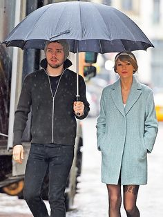 Star Tracks: Thursday, December 25, 2014 | PUDDLE JUMPERS | Let it snow, not rain! Taylor Swift stays dry under her brother Austin's umbrella on Christmas Eve in N.Y.C.