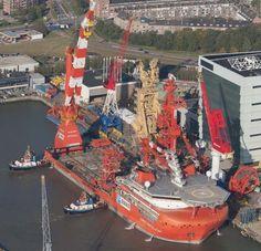 ⭐✴ The Lewek CONSTELLATION moored at the Huisman Equipment premises in Schiedam.....⚓⭐