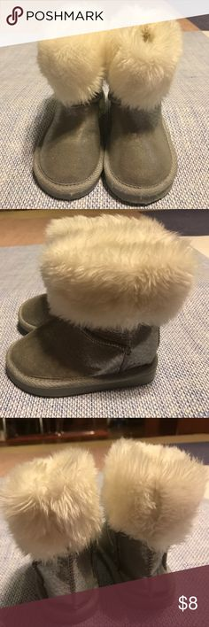 Old navy toddler Girl fur boots/ size 6 Little Girl old navy boots size 6 Old Navy Shoes Boots