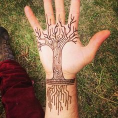 Great designs for tree tattoos made with henna! - Great designs for tree tattoos made with henna! Henna Tattoos, Life Tattoos, Body Art Tattoos, Cool Tattoos, Finger Tattoos, Sleeve Tattoos, Henna Tree, Henna Mehndi, Hand Henna