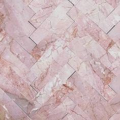 Bathroom trends: What the bathroom looks like in 2019 - the styles & gadgets - Bathroom trends Herringbone tiles in pink marble. Boho Bathroom, Bathroom Trends, Bathroom Signs, Bathroom Wallpaper, Of Wallpaper, Geometric Shapes Wallpaper, Cute Shower Curtains, Herringbone Tile, Tadelakt
