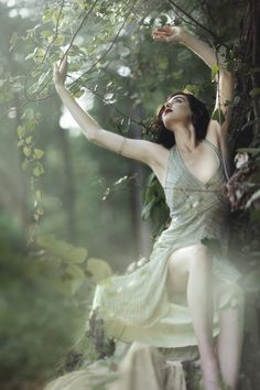 A thoroughly enchanting moment amongst the leaves. #ethereal #forest #green