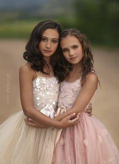Photograph sisters by Katie Andelman Garner