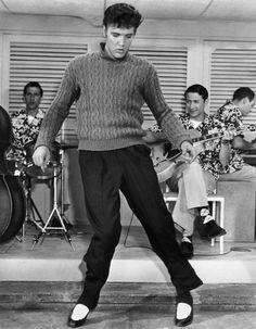 Elvis Presley in Jailhouse Rock, 1957 Priscilla Presley, Lisa Marie Presley, Elvis Presley Movies, Elvis Presley Photos, Milton Berle, Young Elvis, Jailhouse Rock, Cinema, Blue Suede Shoes