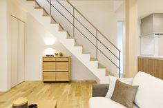 働く女性の悩みを解決! 生の声を取り入れた理想の家 コーワの家写真集 注文住宅 石川県金沢市 Muji Home, Stairs, House, Home Decor, Muji House, Home, Stairway, Haus, Staircases