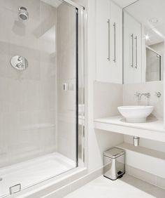 A clean an easy #hotel style #bathroom at home. | La salle de bains de style hôtel à la maison: propre et facile à faire. #salledebains