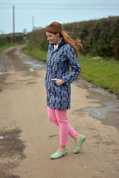 Spring style: Floral raincoat, pink trousers, mint loafers #pastels