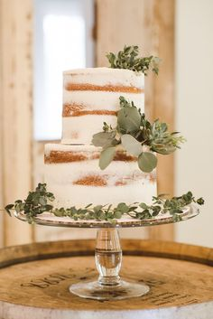 Natural Style Inspiration Shoot Naked Cake with Eucalyptus, simply stunning for your greenery baby shower!Naked Cake with Eucalyptus, simply stunning for your greenery baby shower! Idee Baby Shower, Baby Shower Cakes, Baby Shower Themes, Baby Boy Shower, Shower Ideas, Baby Shower Flowers, Simple Baby Shower, Baby Showers, Wedding Desserts