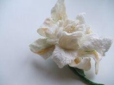 Felt brooch White flower - Flowers Brooch - Felted Flower- Hand felted brooch - Wool brooch