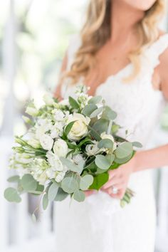 classic and simple bridal bouquet