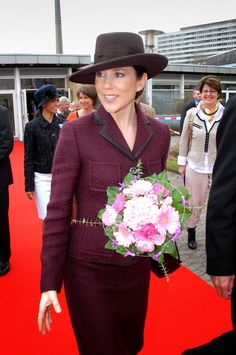 11 April 2006 Crown princess Mary opened the Knud Lavard nursing home in Ringsted. Mary wore a new Hugo Boss suit. Denmark Royal Family, Danish Royal Family, Princesa Mary, Crown Princess Victoria, Crown Princess Mary, Mary Donaldson, Royal Family Pictures, Hugo Boss Suit, Princess Marie Of Denmark