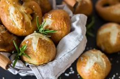 Süßkartoffelbrötchen mit Apfel & Haferflocken ⋆ Lieblingszwei * Mama- & Foodblog Vitamin D Pills, Pretzel Bites, Baby Food Recipes, Baked Potato, Pasta, Turkey, Cooking, Ethnic Recipes, Anton