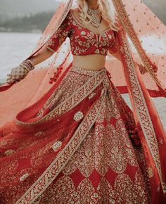 These latest lehenga designs that we spotted in 2018 Indian weddings have literally taken internet by the storm. Check out these bridal lehenga designs for some major inspiration! Royal Indian Wedding, Indian Wedding Gowns, Indian Bridal Outfits, Indian Bridal Fashion, Indian Bridal Wear, Indian Dresses, Indian Wear, Bridal Dresses, Indian Weddings