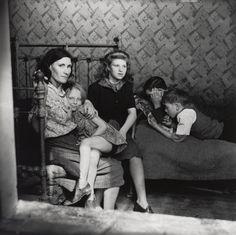 Edith Tudor-Hart - Family Group, Stepney, London, ca. 1932 Edith Tudor-Hart - Fotografia