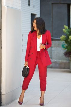 Cute and Trendy Professional attire for women is what we have for you our Lovelies,today to help you lovelies make a nice choice when you are going to work this week Over 50 Womens Fashion, Black Women Fashion, Fashion Over 50, Costume Rouge, Mode Costume, Suit Fashion, Work Fashion, Fashion Outfits, Pantsuits For Women