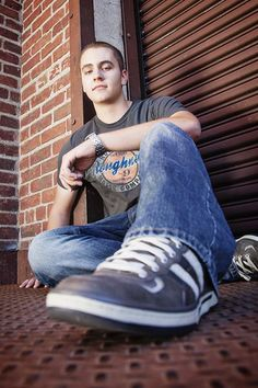 senior picture ideas for guys | Urban Senior Portrait Posing Ideas for Guys | Photography & Tech Stuff