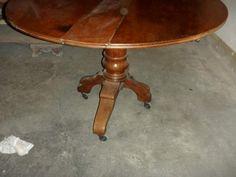 Tavolo tondo a bandelle con gambe mosse 800 Round table
