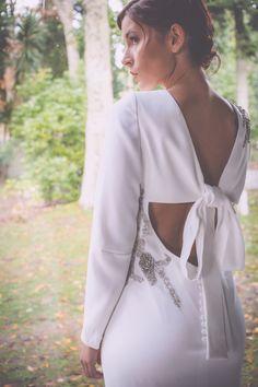 Backless bride dress. Photo: Melissa Adams www.bouret.es