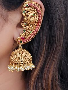 South India Jewels is a one stop destination to shop stunning South Indian Jewellery Designs. Shop the best of neckace,earrings,bangles,chokers and lot more from various brands at one place here! Antique Jewellery Designs, Fancy Jewellery, Gold Earrings Designs, Stylish Jewelry, Fashion Jewelry, Diamond Jewellery, Ear Jewelry, Bridal Jewelry, Gold Jewelry