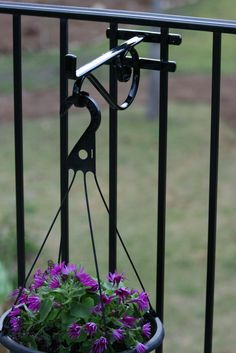 Amazon Com 13 1 4 Quot Metal Hanging Plant Fence Post Hanger