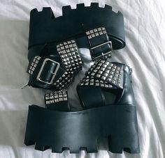 Dollskill black plat form sandals