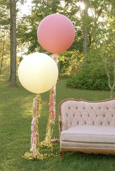 how to make these geronimo style balloon streamers... Love this whole idea. Sofa or chair with big balloons as photo booth area.