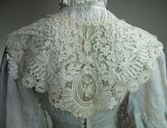 Expansive Antique Brussels Duchesse Bobbin Lace Collar With Lappets