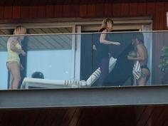 A cantora Lady Gaga (d) é vista na sacada do Hotel Fasano no Rio de Janeiro…