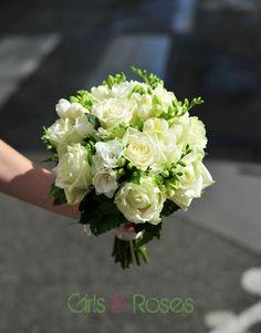 classic white roses wedding bouquet> bouquet de Peanuts, photo de Loulou! trop drôle!