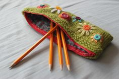 Super cute knit pencil case for spring!